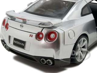 2009 NISSAN GT R R35 SILVER 1:24 DIECAST MODEL CAR