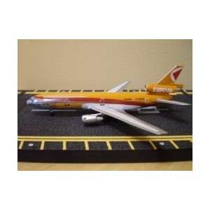 Gemini Jets Delta B757 200W Model Airplane Toys & Games