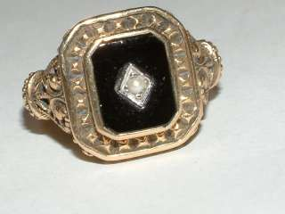 ANTIQUE STYLE 9CT GOLD ONYX & PEARL SQUARE TOP RING