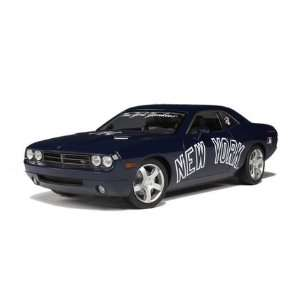 Highway 61 NY Yankees Dodge Challenger Diecast Car   118