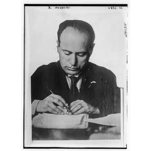a biography paper of benito mussolini Benito mussolini was the head of the fascist party in italy because he wanted to try and turn italy into a better direction and also made allies with the axis powers in world war ii which led to him losing power and later his death.