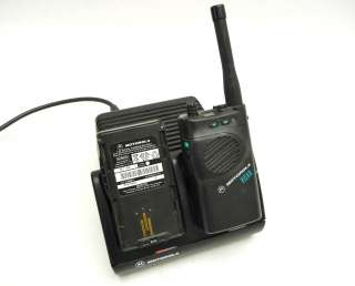 MOTOROLA VISAR 403 512MHZ UHF FM HANDIE TALKIE RADIO + AA19742 BATTERY